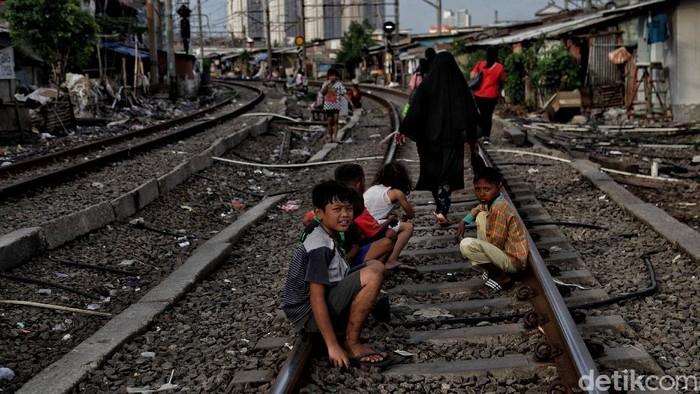 Pandemi COVID-19 berdampak luas ke berbagai sektor kehidupan serta lapisan masyarakat. Anak-anak pun turut merasakan dampak dari pandemi ini.