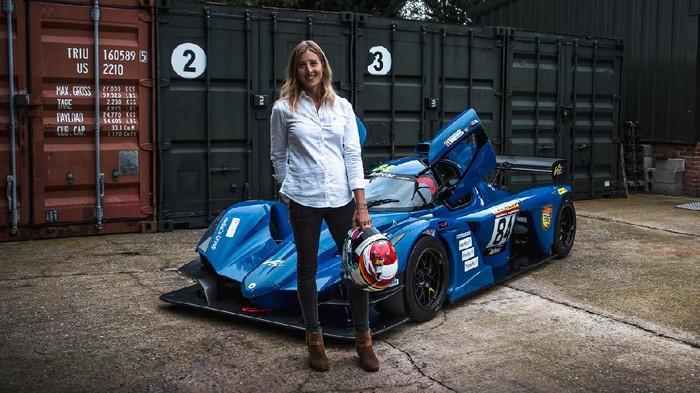 Charlie Martin jadi pebalap transgender pertama di balap ketahanan Nurburging.