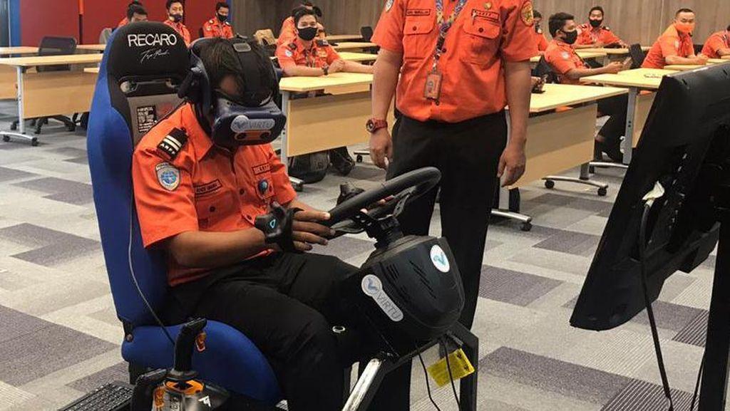Pelatihan Petugas Pemadam Berbasis VR di Bandara