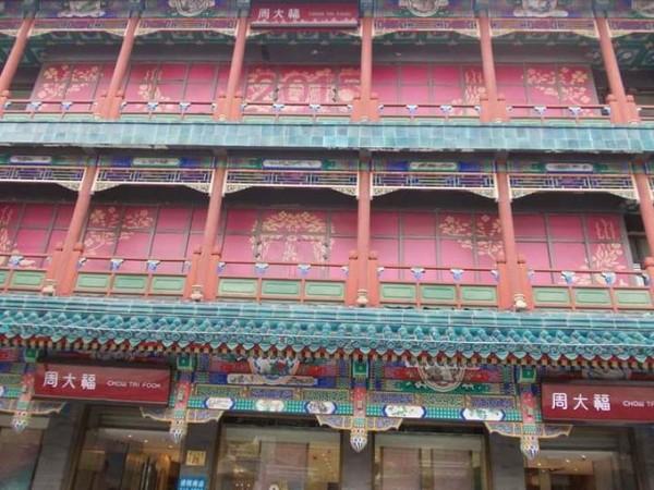 Gaya bangunan Dinasti Qing di Jalan Qianmen. (Foto: Lena Ellitan/dtraveler)