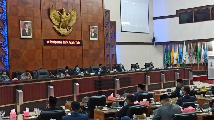 Rapat paripurna dalam rangka penyampaian jawaban terhadap penggunaan hak interpelasi DPR Aceh (Agus Setyadi/detikcom)