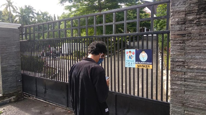 Rumah Dinas Wali Kota Samarinda ditutup sementara karena ada petugas Satpol PP yang positif COVID-19.