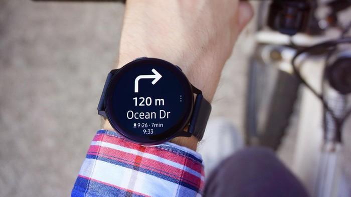Smartwatch Samsung kini bisa pakai navigasi dari Google Maps.