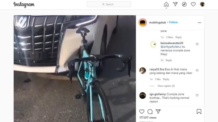 Toyota Alphard tabrak sepeda
