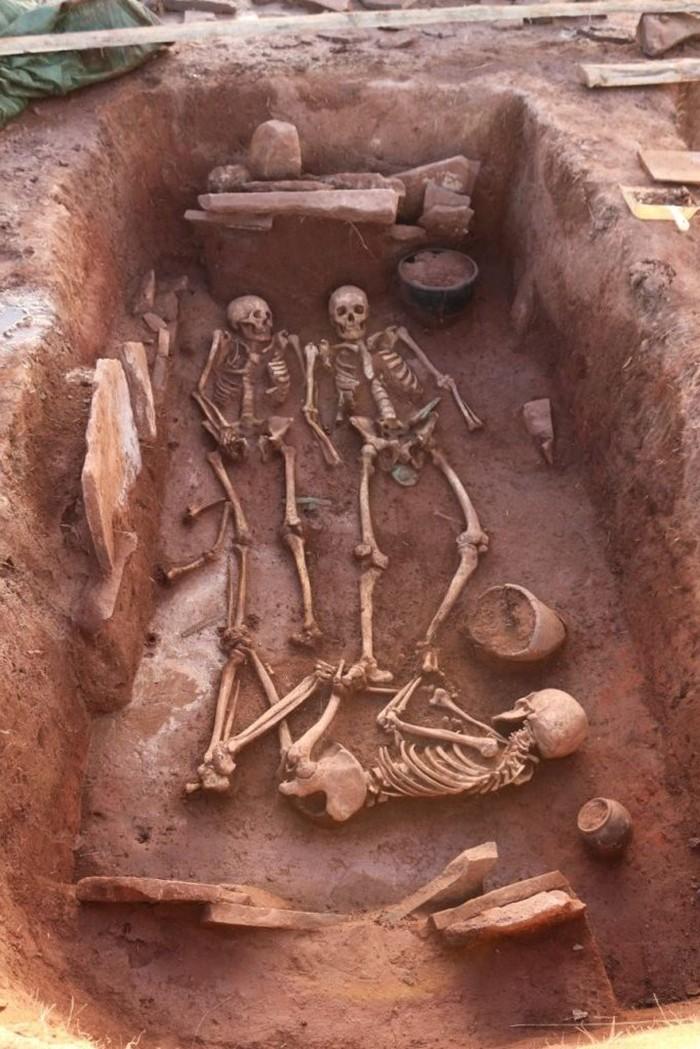 Para arkeolog di Siberia telah menemukan kuburan berusia 2.500 tahun dari pasangan pejuang kuno.