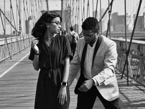 Niatnya Romantis, Pria Ini Malah Sebabkan Tabrakan Saat Melamar di Jembatan