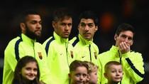 Dukung Neymar dan Messi, Dani Alves Juga Serang Barcelona soal Suarez