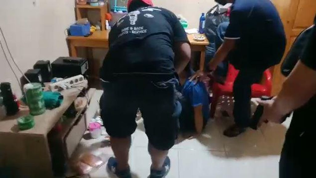 Detik-detik Home Industri Ekstasi di Tangerang Digerebek Polisi