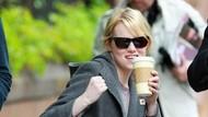 Ini Gaya Makan Es Krim si Cantik Emma Stone yang Baru Saja Menikah