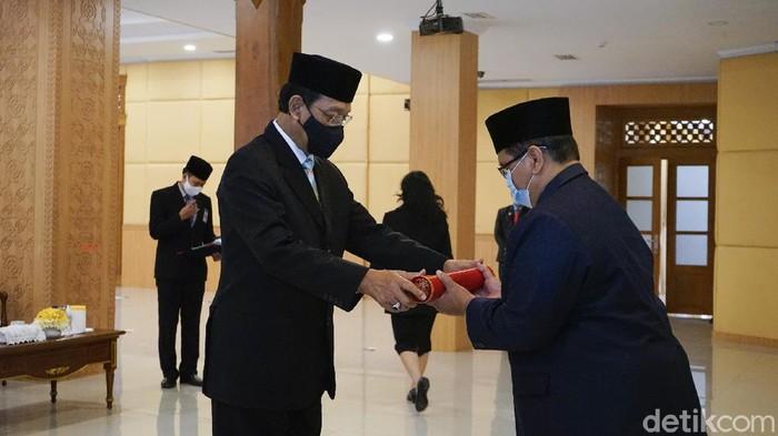 Gubernur DIY Sri Sultan Hamengku Buwono (HB) X melantik Pjs Bupati Bantul Budi Wibowo. Budi sebelumnya menjabat sebagai  Staf Ahli Gubernur Bidang Ekonomi dan Pembangunan.