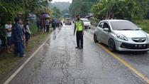 Kecelakaan Fatal di Sijunjung: 2 Mobil Ringsek, Truk Terjun ke Sawah