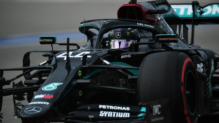 SOCHI, RUSSIA - SEPTEMBER 26: Lewis Hamilton of Great Britain driving the (44) Mercedes AMG Petronas F1 Team Mercedes W11 on track during qualifying ahead of the F1 Grand Prix of Russia at Sochi Autodrom on September 26, 2020 in Sochi, Russia. (Photo by Dan Mullan/Getty Images)
