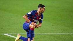 Salam Tepuk Punggung Suarez dari Pemain Atletico