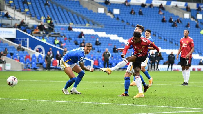BRIGHTON, ENGLAND - SEPTEMBER 26: Marcus Rashford of Manchester United scores his teams second goal during the Premier League match between Brighton & Hove Albion and Manchester United at American Express Community Stadium on September 26, 2020 in Brighton, England. Sporting stadiums around the UK remain under strict restrictions due to the Coronavirus Pandemic as Government social distancing laws prohibit fans inside venues resulting in games being played behind closed doors. (Photo by Glyn Kirk - Pool/Getty Images)
