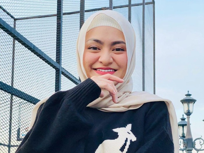 Nathalie Holscher yang Dijodohkan dengan Sule Kini Pakai Hijab