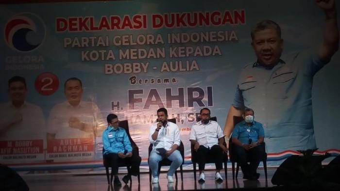 Partai Gelora deklarasi dukungan kepada Bobby Nasution-Aulia Rahman di Pilkada Kota Medan. Hadir dalam acara deklarasi tersebut Wakil Ketua Umum Partai Gelora Fahri Hamzah.