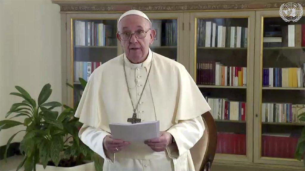 Paus Fransiskus Sebut COVID sebagai Wanita Tangguh yang Harus Dipatuhi