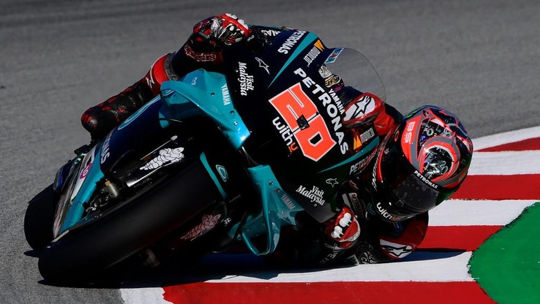 Petronas Yamaha SRTs French rider Fabio Quartararo rides during the first MotoGP free practice session of the Moto Grand Prix de Catalunya at the Circuit de Catalunya on September 25, 2020 in Montmelo on the outskirts of Barcelona. (Photo by LLUIS GENE / AFP)