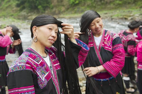 Mereka terus memanjangkan rambut dan merawatnya dengan ramuan rahasia turun-temurun. (Getty Images/iStockphoto)