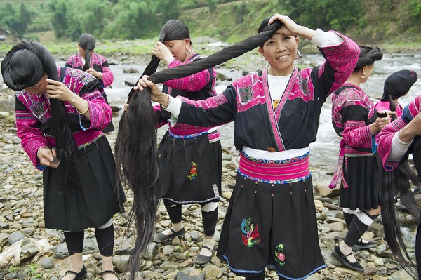 Wanita suku Yao hanya boleh potong rambut sekali seumur hidup, yaitu sebelum menikah. (Getty Images/iStockphoto)