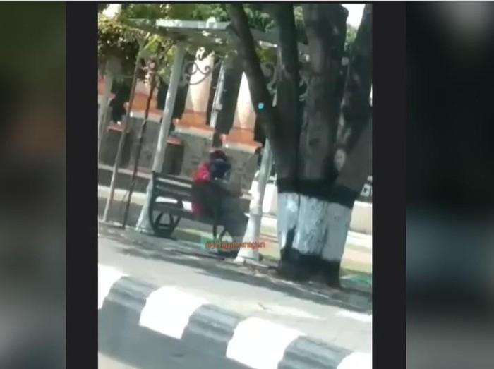 Tangkapan layar video viral sejoli mesum di Sragen