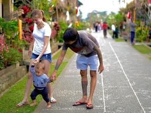Curhat Bule yang Nikahi Pria Bali: Dianggap Cantik Tapi Bukan Istri yang Baik