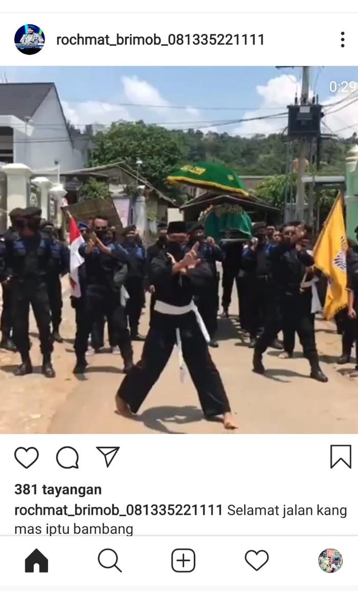 viral pesilat iringi pemakaman polisi