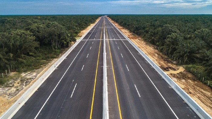 Presiden Joko Widodo meresmikan jalan tol pertama di Provinsi Riau yakni Jalan Tol Trans Sumatera (JTTS) ruas Pekanbaru-Dumai sepanjang 131 kilometer, pada Jumat (25/9).