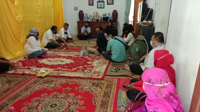 Aulia Rachman bertemu guru honorer di Medan. (Foto: Ahmad Arfah/detikcom)