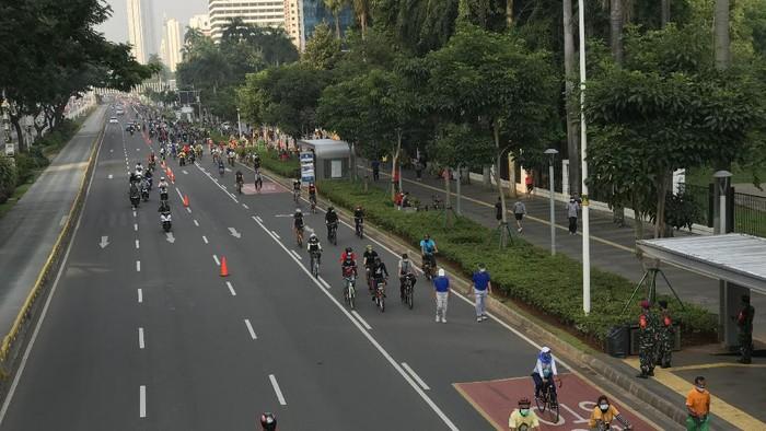 Suasana kawasan Sudirman, Minggu (27/9/2020), di tengah PSBB DKI diperpanjang