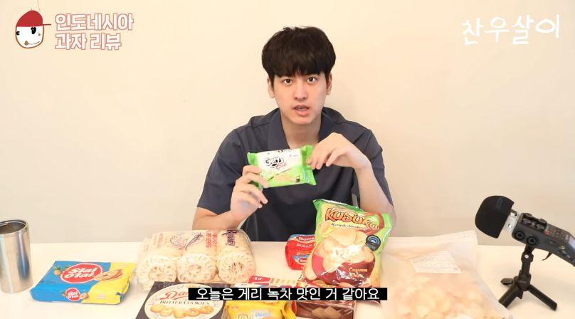 Chanwoo iKON Cicip Kerupuk dan Keripik Singkong