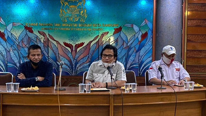 Dalam rangka memperingati HUT Bandung ke-201, UMKM Alumni Unpad bersama Kadin Bandung ikut mendorong peningkatan kapasitas para pelaku usaha UMKM.