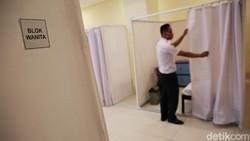 GOR Pademangan siapkan 30 bilik isolasi bagi pasien COVID-19. Sejumlah fasilitas disediakan bagi mereka yang akan melakukan isolasi mandiri di sana.