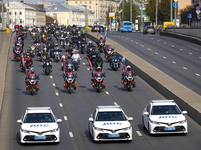 Ribuan pengendara motor memenuhi jalan di Rusia dalam acara tahunan Festival Sepeda Motor Moskow, Sabtu (26/9/2020) waktu setempat.