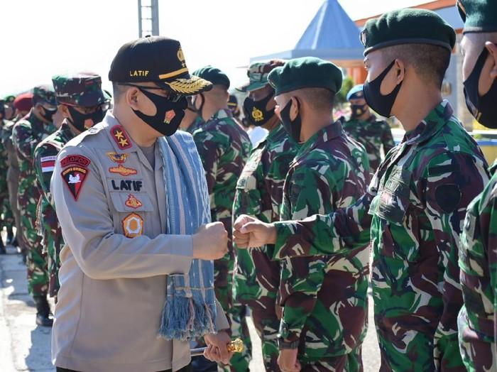 Kapolda NTT menemui personel TNI-Polri di perbatasan Indonesia dan Timor Leste dalam rangka jelang HUT TNI ke-75