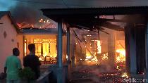 Dua Rumah, Bengkel, dan Toko HP di Lumajang Terbakar Gegara Korsleting