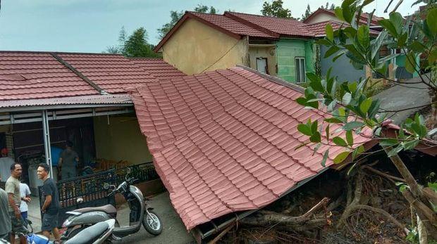 Lima rumah warga di Bengkulu rusak diterjang puting beliung, Sabtu (26/9/2020)
