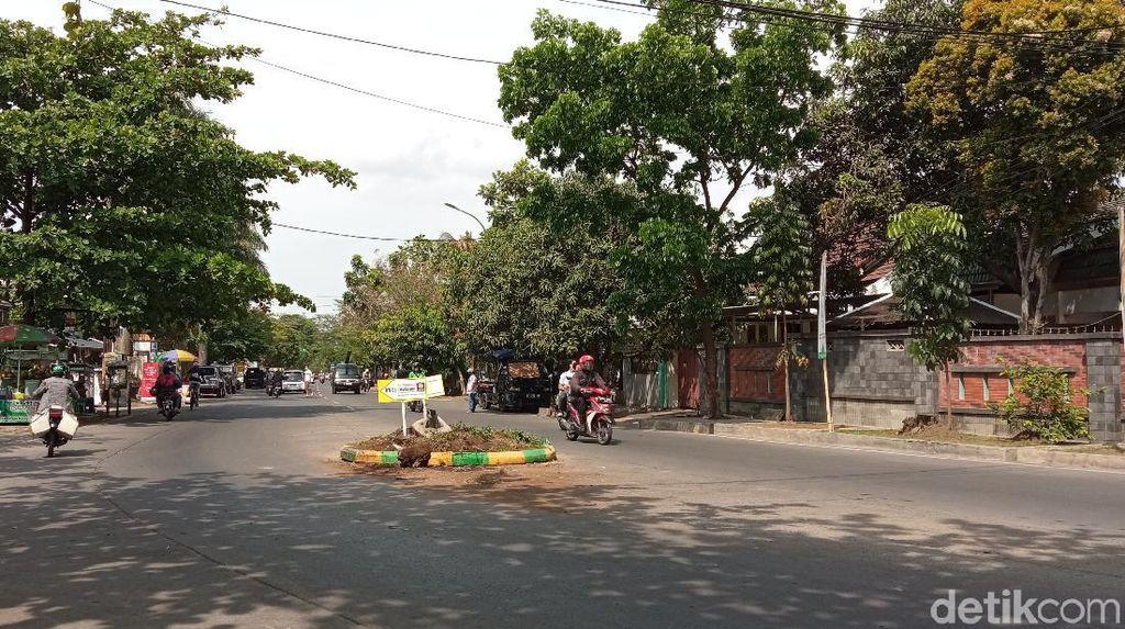 Kecelakaan Tunggal, Mobil Tabrak Pembatas Jalan di Arcamanik Bandung
