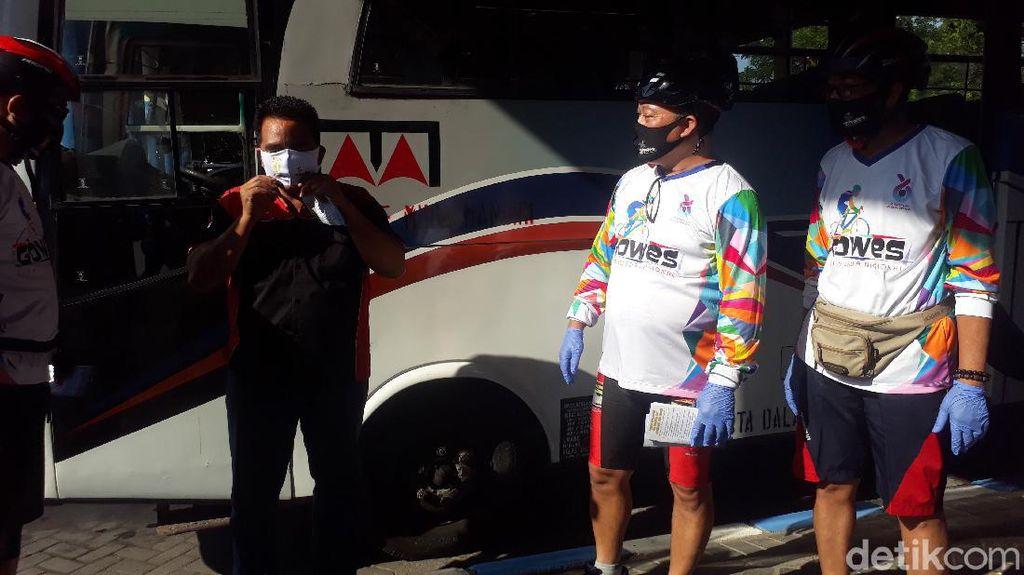 Sambil Edukasi Gowes yang Baik, BPTD XI Jatim Juga bagikan 1.000 Masker