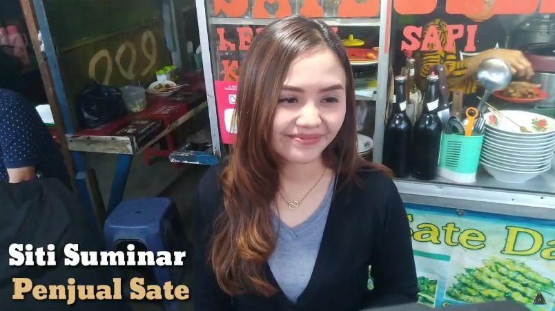 Siti Suminar, Penjual Sate Cantik di Lembang Bandung