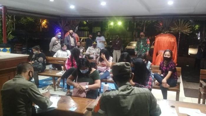 Polisi bubarkan kafe-panti pijat di Kebon Jeruk (Foto: dok. Polsek Kebon Jeruk)