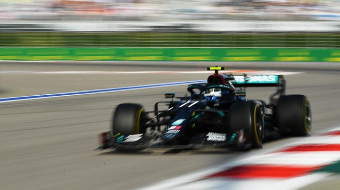 SOCHI, RUSSIA - SEPTEMBER 27: Valtteri Bottas of Finland driving the (77) Mercedes AMG Petronas F1 Team Mercedes W11 on track during the F1 Grand Prix of Russia at Sochi Autodrom on September 27, 2020 in Sochi, Russia. (Photo by Dan Mullan/Getty Images)
