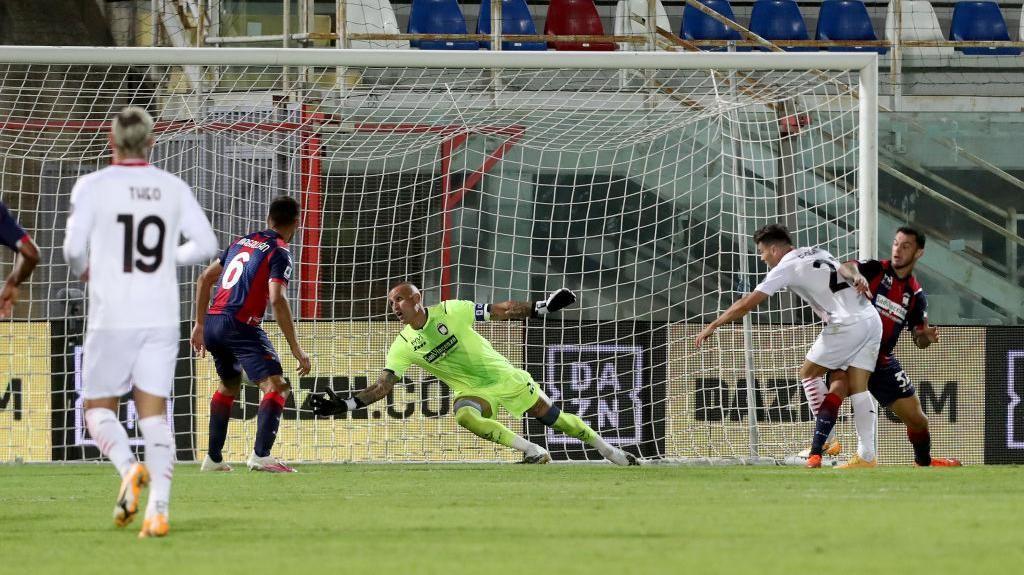 Gol-gol AC Milan Kalahkan Crotone