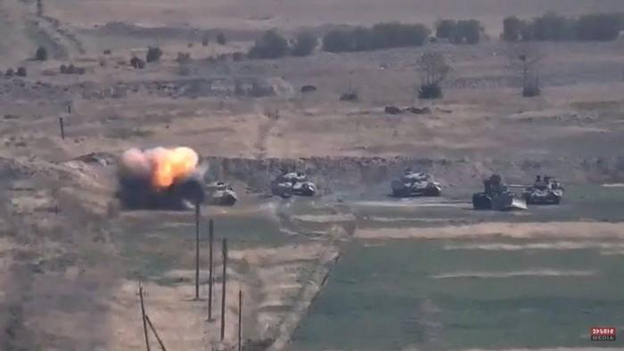 Armenia - Azerbaijan: Pertempuran kedua negara kembali meletus di wilayah sengketa Nagorno-Karabakh