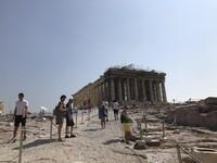 Tampak belakang Parthenon yang sedang dalam perawatan. (Foto: Ristiyanti Handayani/dtraveler)
