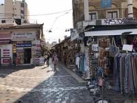 Deretan toko yang menjual oleh-oleh khas Yunani. (Foto: Ristiyanti Handayani/dtraveler)