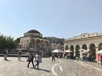 Area pasar, restaurant dan toko oleh-oleh sekitar Akropolis. (Foto: Ristiyanti Handayani/dtraveler)