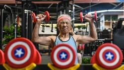 Seorang nenek di China, Chen Jifang, jadi perbincangan di media sosial. Di usia menjelang 70 tahun, ia masih aktif berolahraga dengan sangat intens.