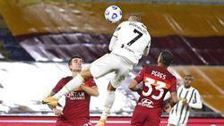 Gol Hang Time Cristiano Ronaldo, Netizen Sebut Michael Jordan