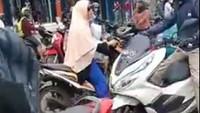 Viral Emak-emak Naik BeAT Lawan Arus, Ditegur Malah Marah
